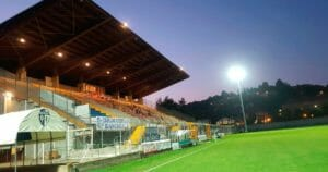 Lo stadio Barbieri in notturna.